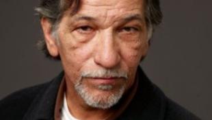 Váratlanul meghalt a barázdált arcú világsztár
