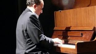 A világhírű magyar zenész bejárja Európát
