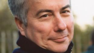 Megjelent Ken Follett regényének kiterjesztett e-változata