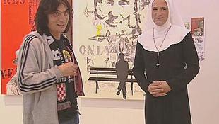 Szőke nők a múzeumban