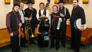 Tapsviharral ünnepelték a Budapest Klezmer Bandet
