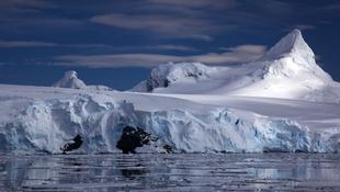 Óriáshullámok aprózzák fel a Déli-sarkkör jégtábláit