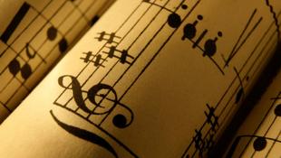 Zenével indul az újév
