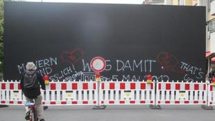 Újra fal áll a Friedrichstrassén