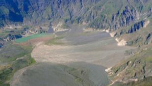 Fejvesztve menekülnek az emberek a világ leghalálosabb vulkánja mellől