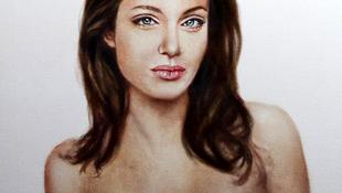 Botrány Angelina Jolie legújabb portréja körül