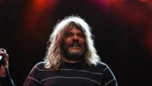 Hobo hajléktalanokat hívott a koncertjére