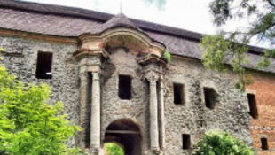 Romokban az osgyáni kastély