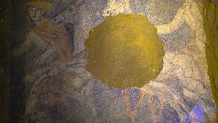 Színes mozaikot rejtett a sír