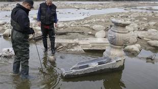 Több száz éves graffiti és szökőkút került elő a folyóból