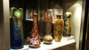 Féláron megvenni a világ legnagyobb Zsolnay-gyűjteményét