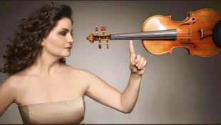 A tehetséges hegedűs lány most élőben is megmutatja