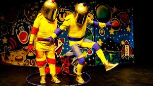 Bohócok jönnek az Űr-Zűrrel