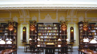 Nyílt nappal készül a könyvtár