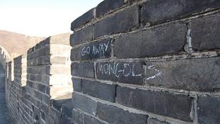 Graffitisek szállják meg a kínai nagy falat