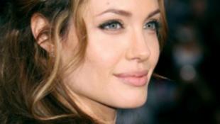 Angelina Jolie tavasszal átkokat szór