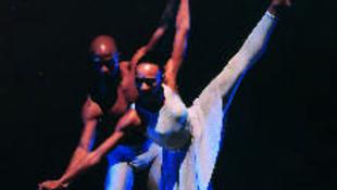 Pénzjutalom és értékes szobor a kortárs táncversenyen
