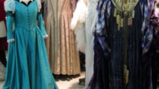 Szinte ingyen adják a fantasztikus ruhakölteményeket