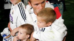Kiderült a Beckham bébi neve