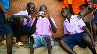 100 kamerával a gyerekekért
