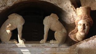 Szfinxfejet találtak a város szélén