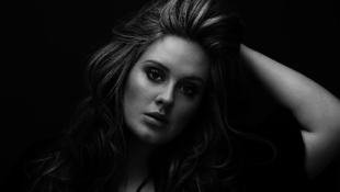 Tucatnyi trófeával díjazták Adele-t