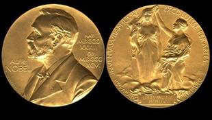 Többeket kizárhatnak a rangos irodalmi díjért folyó versenyből