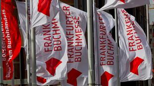 Vásárra bocsátják a magyar irodalmat