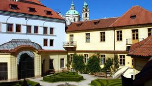Zenemániás prágai szálloda a világ luxushoteljeinek legjobbjai között