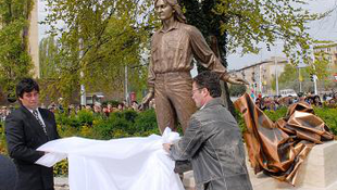 Felavatták Kaszás Attila szobrát