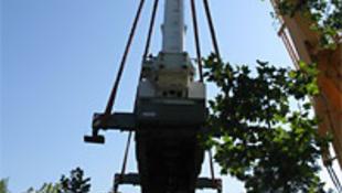 60 embert emel a magasba a 72 tonnás óriásdaru