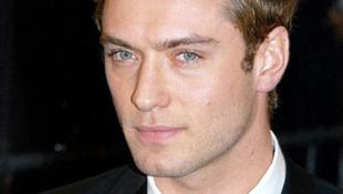 Jude Law ex-feleségével szűrte össze a levet
