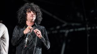 Botrány a koncerten: forró vízzel locsolta közönségét az énekes
