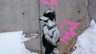 Megrongálták a Banksy graffitiket
