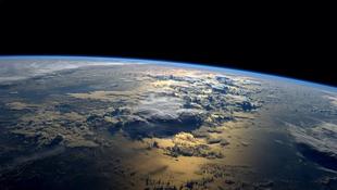 Csodálatos űrfotó hajnalban