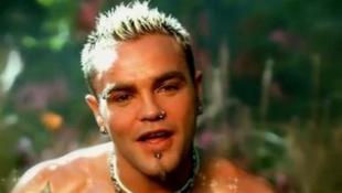 Kómába esett a világhírű énekes