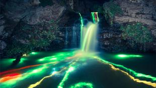 Varázslatos világító vízesések