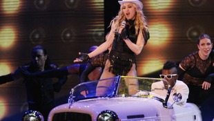 Madonna-koncert: kordonbontás és leszbi show