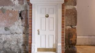 Titokzatos ajtók jelentek meg a Földön