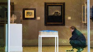 Égő ügybe keveredtek a festmények