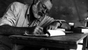 Hemingwayt az FBI kergette a halálba