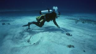 Rejtélyes tárgyra bukkantak a tenger mélyén