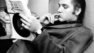 Mit olvasott Elvis 13 évesen?