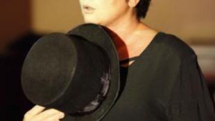 László Zsuzsa szárnyalása Édith Piaf szerepében
