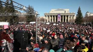 Példátlan botrány: az opera előtt tüntettek!