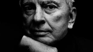Meghalt a legendás író