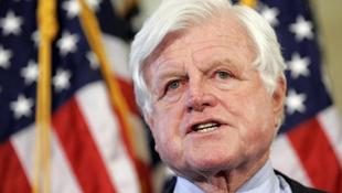 Máris kapható az elhunyt szenátor emlékirata
