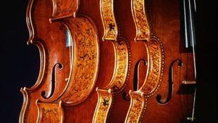 Félszáz Stradivari egy helyen!