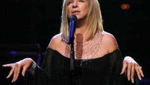Díjat kap a filantróp Barbra Streisand