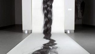 Kiállították a világ leghosszabb hajú nőjét